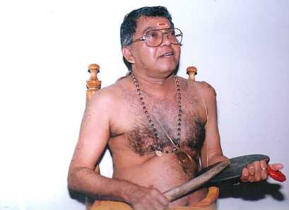 Kalamandalam Sankaran Embranthiri singing for Kathakalipadakacheri